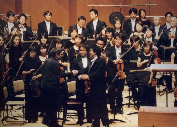 naked-orchestra-in-japan-black
